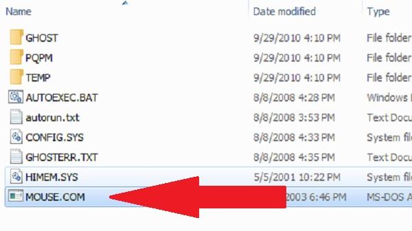 5. Copy file mouse.com dari folder Northon Ghost ke Falshdisk, perhatikan gambar berikut.