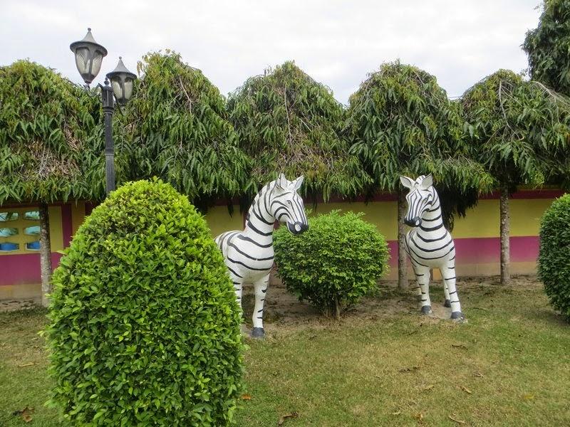 Статуи зебры