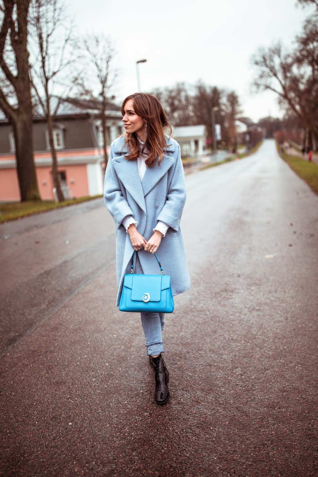 blue weekend max mara cashmere coat trussardi lovy bag outfit fall