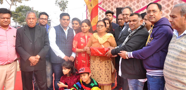 joint family programme, the Bedi family of the city got the title of the best joint family.