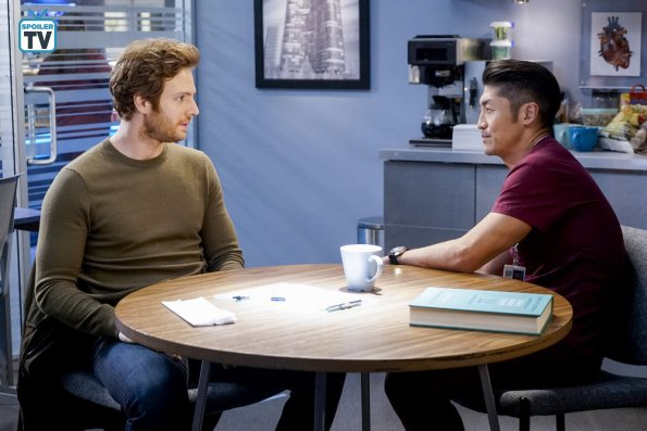 "NUP 184938 0239 595 Spoiler%2BTV%2BTransparent - Chicago Med (S04E10) ""All The Lonely People"" Episode Preview"