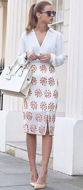all white everything: blouse + bag + printed skirt + heels