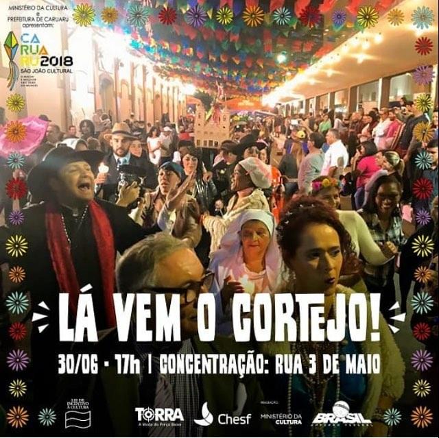 Mais de 700 artistas participam de cortejo em homenagem ao São João de Caruaru