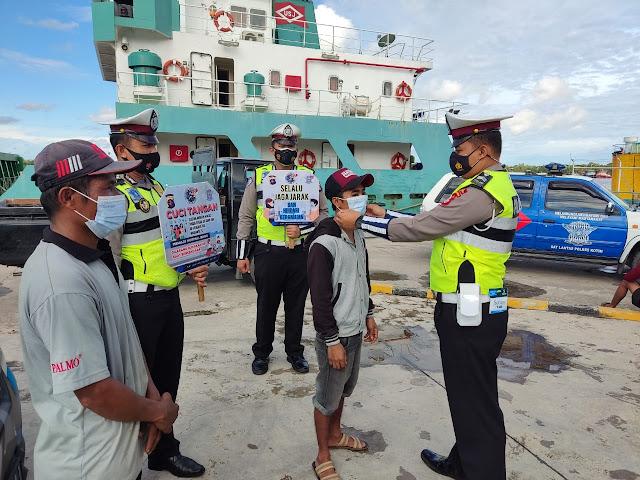 Patroli Siang, Sat Lantas Laksanakan Imbauan Protkes Covid- 19 Di Sekitar Pelabuhan Sampit