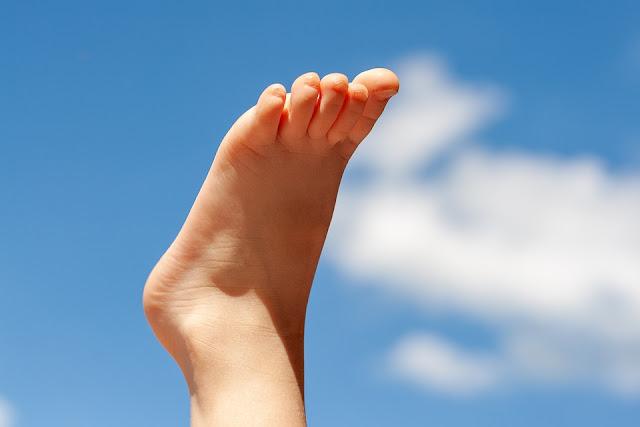 sağlıklı ayaklar ve topuklar için doğal çözüm