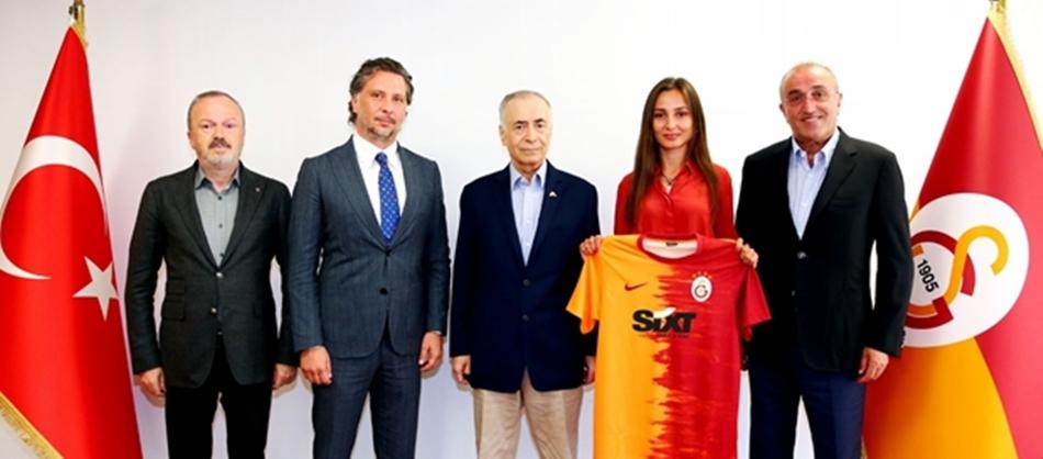 Galatasaray'ın yeni sponsoru SIXT rent a car!
