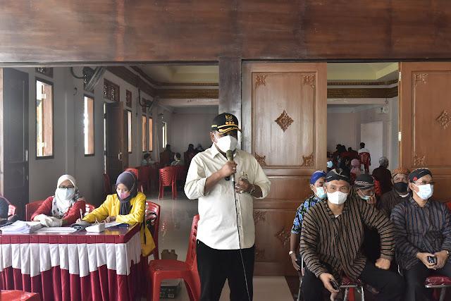 Bupati Karimun Meninjau Pelaksanaan Vaksinasi di Paguyuban Among Mitro