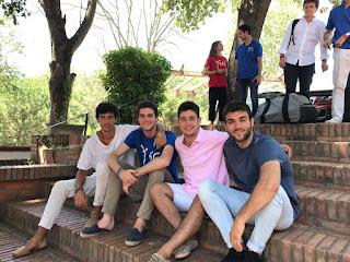 Alberto, a la derecha del todo, en el curso Yios