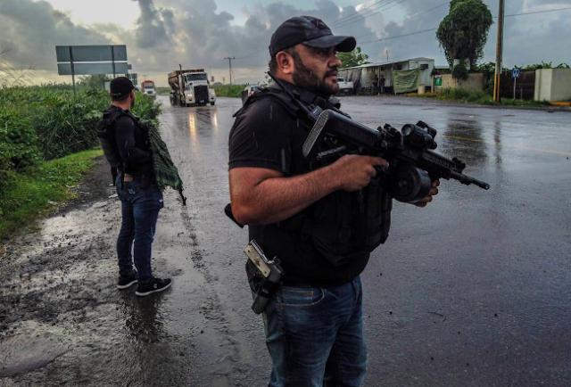 """Al estilo Mad Max """" El Comandante Teto"""" vigila con impresionante convoy Michoacán del CJNG"""