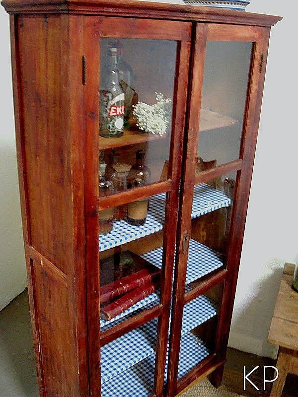 Vitrinas rústicas, alacenas de madera antiguas. tienda de muebles vintage en valencia