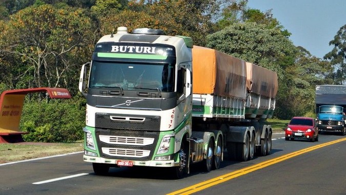 Buturi Transportes divulga vagas para motoristas de bitrem