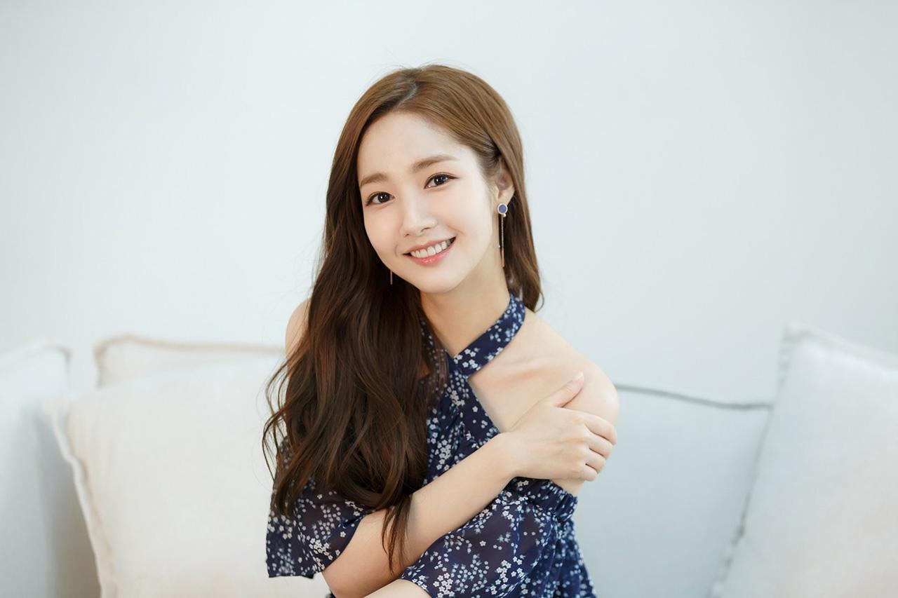 Park Min Young artis kore a seksi pamer bahu mulus dan hot