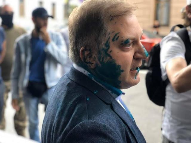 """""""Ти мені око випалив, сука! П#дар!"""" - нардепа ОПЗЖ Волошина, який заявляв про відсутність в Україні суверенітету, облили зеленкою. ВIДЕО"""