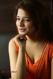 Actress Saloni Aswani Pos in Short Dress at Meelo Evaru Koteeswarudu Movie Interview  0101.JPG