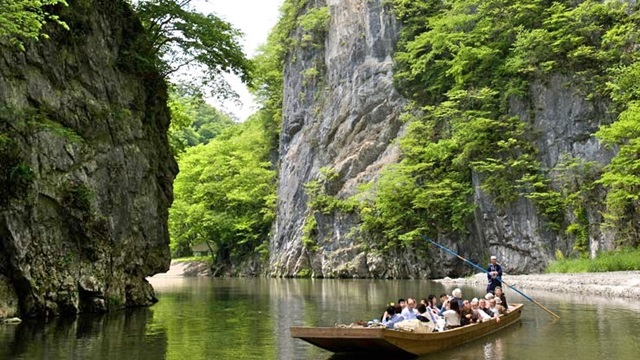 ช่องเขาเกบิเคย์ (Geibikei Gorge: 猊鼻渓) @ www.visitiwate.com