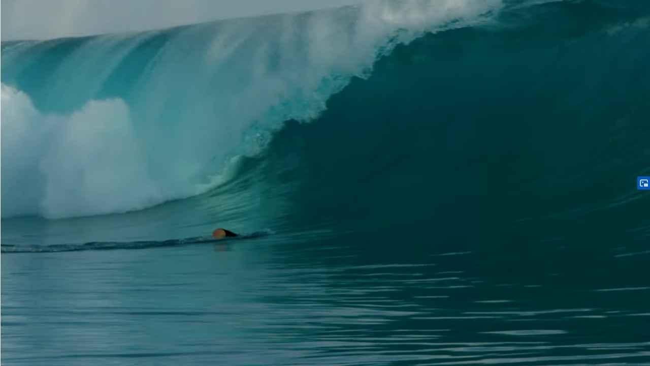 tatiana weston web surfer tahiti 28