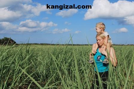 Selalu menggendong anak yang sudah besar Yuk kenali dampaknya!