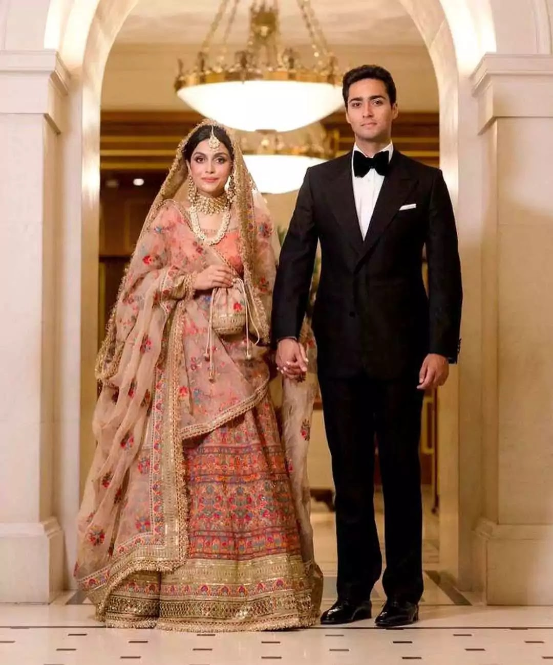Beautiful Family Pictures of Ayesha Saif With Her Husband And In-Laws