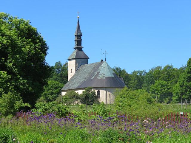 Brahe-kirken sett fra Wisingsborgs trädgård på Visingsö i Vättern, Småland