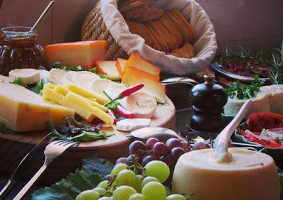 queijos, frutas e enchidos