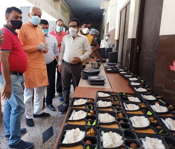 अग्रवाल समाज व मारवाड़ी युवा मंच के कम्युनिटी किचन पहुंचे विधायक डा. नीरज बोरा