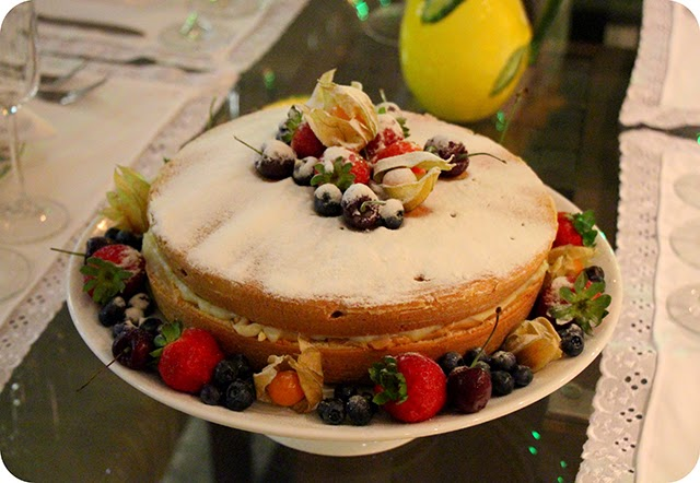 Naked Cake - Mesa do Ano Novo em Branco e Amarelo com Limão Siciliano