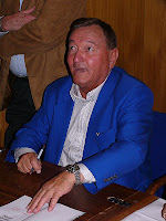 http://alienexplorations.blogspot.co.uk/2012/02/erich-von-daniken.html