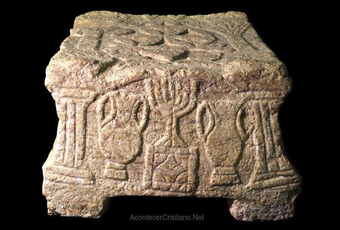 Piedra de Magdala con candelabro