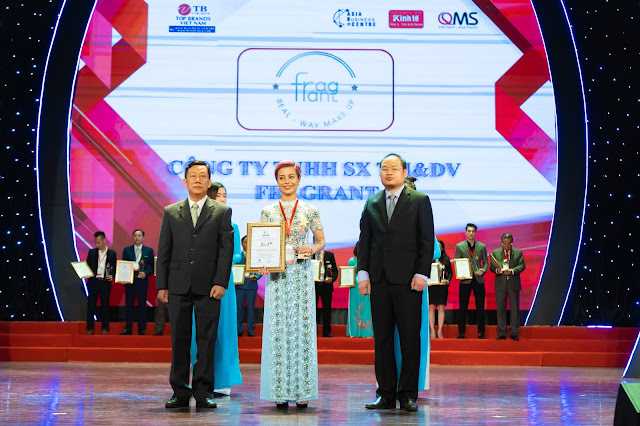 Đạo diễn Holy Thắng đến chúc mừng Ceo Hồ Hương đạt Top 10 thương hiệu uy tín - Ảnh 4