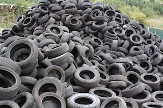 Una empresa, multada con 10.000 euros por almacenar neumáticos sin licencia