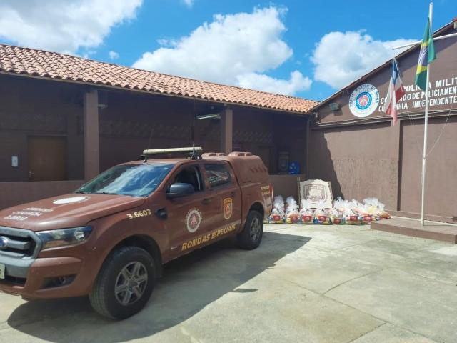 Famílias da Chapada Diamantina recebem cestas básicas da PM