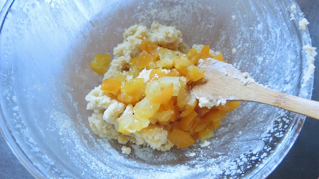 最後に刻んだ金柑の甘露煮を加えて軽く混ぜる