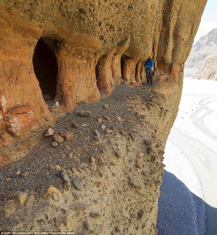 Mustang Caves