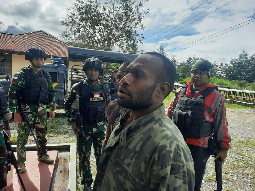 Meresahkan Warga, Satgas Yonif PR 432 Kostrad Berhasil Tangkap Pelaku Pembegalan