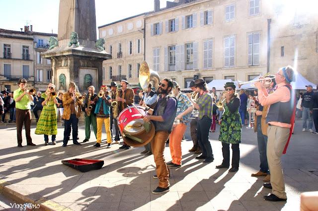 Una delle bande musicali durante la Feria di Arles