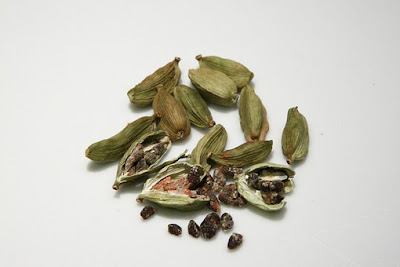 cardamom for acidity and gas relief