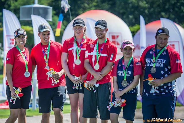 Podio de la competencia de equipos mixtos en el tiro con arco compuesto por equipos en los Juegos Mundiales 2017. Linda Ochoa y Rodolfo González de México tienen plata