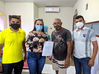 Agricultores familiares de Bom Jardim assinam contrato para fornecimento de alimentos para merenda escolar.