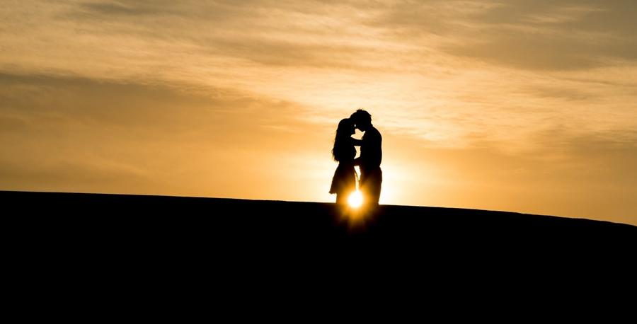 ảnh bìa Facebook cho các cặp đôi (couple) đẹp nhất 5