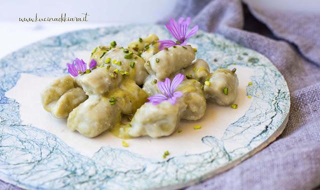 Gnocchi di patate al pistacchio con salsa al gorgonzola