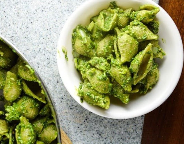 Easy Spinach Pesto Pasta #vegan #dinner