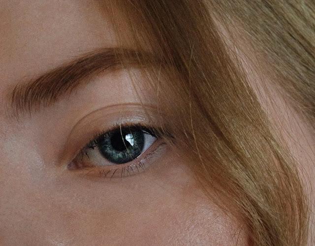 Mẹo giúp trẻ hóa đôi mắt của bạn