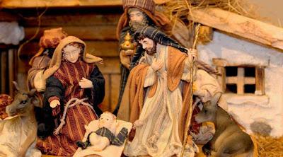 Resultado de imagen de Comentario:  «Lo envolvió en pañales y lo reclinó en un pesebre, » (Evangelio de San Lucas, cap. II , v. 7)