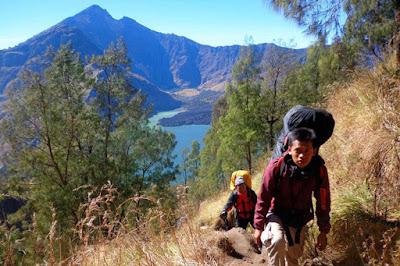 Mau Mendaki Gunung? Kunjungi 3 Gunung Terbaik di Pulau Jawa Berikut Ini!