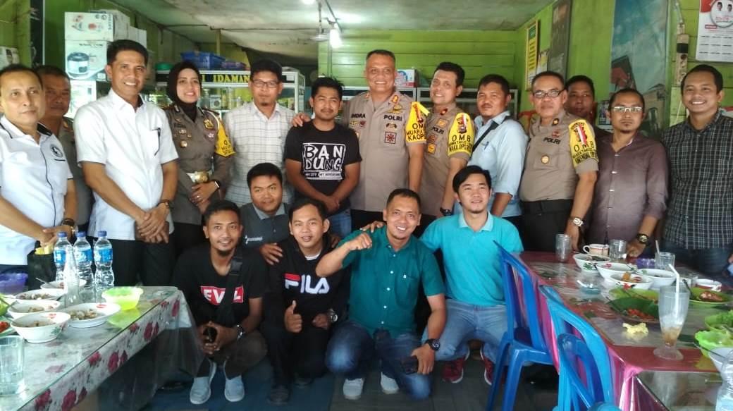 Jalin Keakraban, Kapolres Inhil Undang Awak Media Makan Siang Bersama