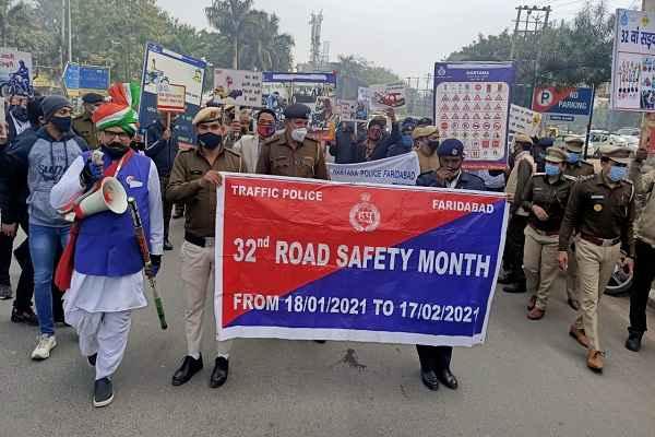 faridabad-traffic-police-32th-sadak-suraksha-saptah-rally