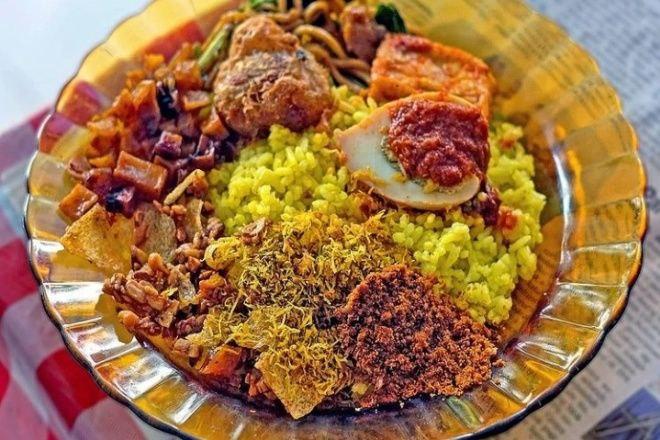 4 Tempat Makan Nasi Kuning Paling Enak di Bone