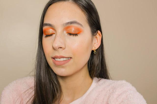 Maquiagem laranja com glitter dourado!