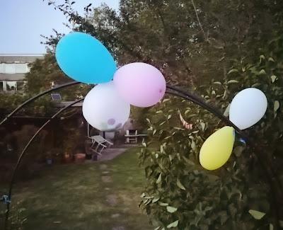 Schrebergarten mit Luftballons