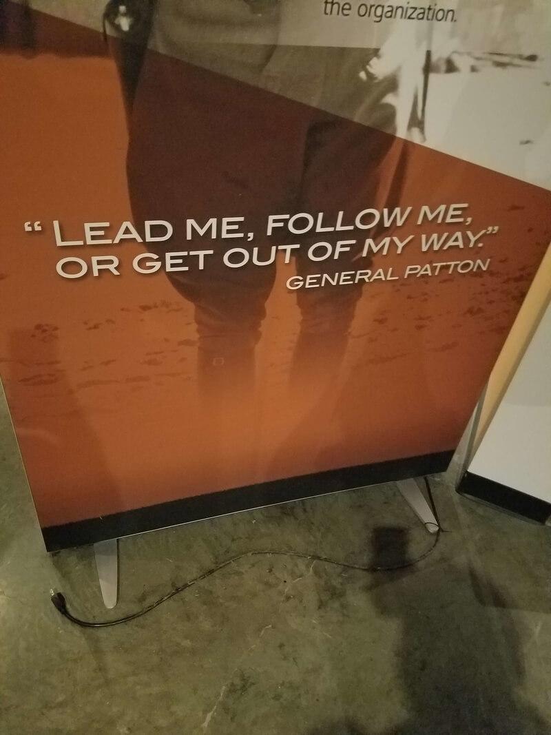 """Цитата Генерала Паттона - """"Веди меня, следуй за мной, или прочь с дороги"""""""
